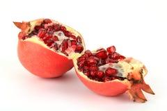 Unterbrochene Granatapfelfrucht Stockfotos