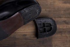 Unterbrochene Schuhe lizenzfreie stockbilder