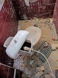 Unterbrochene Toilette Lizenzfreie Stockfotos