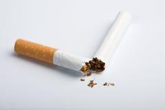 Unterbrochene Zigarette Lizenzfreie Stockfotografie