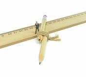 Unterbrochener Bleistift und Geschäftsmann Stockfotos