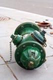 Unterbrochener Feuer-Hydrant Stockfotos
