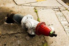 Unterbrochener Feuer-Hydrant Stockfotografie