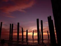 Unterbrochener Pier-Sonnenuntergang stockfoto