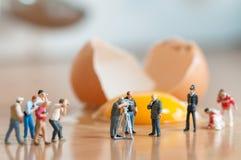 Unterbrochenes Ei Unfall in der Küche Lizenzfreie Stockbilder
