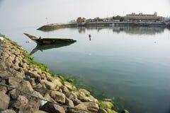 Unterbrochenes Fischerboot Stockbilder