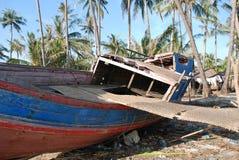 Unterbrochenes Fischerboot Stockfotos