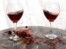 Unterbrochenes Glas und Wein Lizenzfreies Stockbild