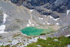 Unterer Eissee under den Dachstein glaciären nära till tte för Simonyhï ¿ ½ i österrikiska fjällängar under sommar, Salzkammergut Fotografering för Bildbyråer