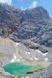 Unterer Eissee under den Dachstein glaciären nära till tte för Simonyhï ¿ ½ i österrikiska fjällängar under sommar, Salzkammergut Royaltyfri Bild