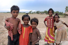 Unterernährte Kinder in Indien stockbild