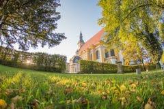 Untergehende Sonne am Neuzelle-Kloster lizenzfreies stockbild