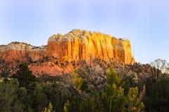 Untergehende Sonne schlägt den Abhang in der Geist-Ranch des New Mexiko Stockbild