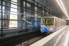 Untergrundbahn auf der Station Michurinskiy-Aussicht in Moskau stockbilder