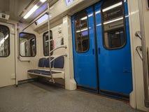 Untergrundbahn auf der Station in Moskau stockfotografie