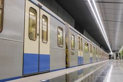 Untergrundbahn auf der Station Ramenky in Moskau stockbild