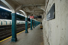 Untergrundbahn-Bahnstation Stockfoto