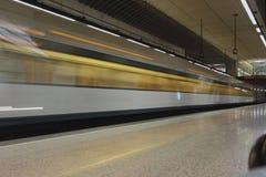 Untergrundbahn in der Bewegung an der Station Valencia, Spanien Stockfotografie