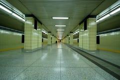 Untergrundbahn-Plattform Stockbilder