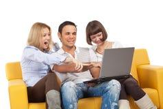 Unterhaltene junge Leute lizenzfreie stockfotos