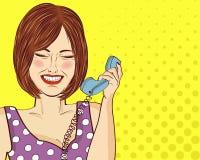Unterhaltene Pop-Arten-Frau, die am Retro- Telefon plaudert Komische Frau stift Lizenzfreies Stockfoto