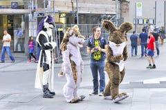 Unterhaltsame Gruppe bei Marienplatz Stockfotografie
