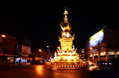 Unterhaltsame Leistung Chiang Rai-Uhrturms haben Lichter und Farben Lizenzfreies Stockbild