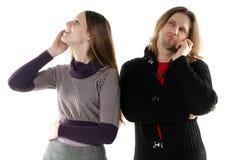 Unterhaltung des jungen Mannes und der Frau Lizenzfreie Stockfotografie