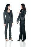 Unterhaltung mit zwei Geschäftsfrauen Stockfotografie