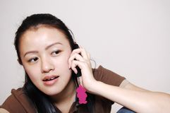 Unterhaltung am Telefon Lizenzfreies Stockfoto