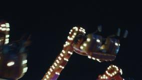Unterhaltungsfreizeitpark oder -messe nachts stock video footage