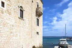 Unterlassung das adriatische Meer, nahe Spalte Lizenzfreie Stockbilder