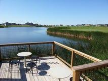 Unterlassung des Golfplatzes vom Proshop lizenzfreie stockfotografie