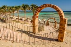 Unterlassung des Zugangs, des Strandes, der Palmen und der Sonnenschirme bei Calimera Habiba Beach Resort stockbild