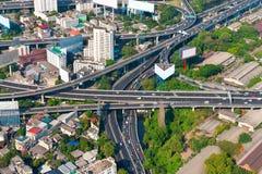 Unterlassungsschuß eines komplexen städtischen Landstraßen-Austausches Stockfoto