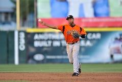 Unterliga-Baseball-Shortstop Throw 2012 Lizenzfreies Stockbild