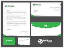 Unternehmensbriefpapierschablonendesign mit einfachen grünen Elementen Stockbilder