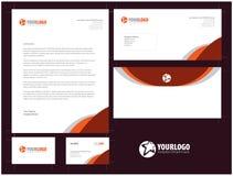Unternehmensbriefpapierschablonendesign mit Elementen Stockbild