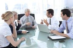 Unternehmensleiteroffiziere bei der Arbeit Stockbilder