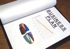 Unternehmensplan über Tabelle stockfotografie
