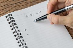 Unternehmensplan, Zu-listen oder Anzeigenkonzept, weibliches Hand-holdi auf lizenzfreies stockfoto