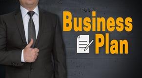 Unternehmensplankonzept und -geschäftsmann mit den Daumen oben lizenzfreies stockfoto