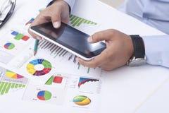 Unternehmensplanung mit einer digitalen Tablette Lizenzfreie Stockfotos