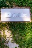 Unternehmenszentrale-Äußeres und Zeichen YouTube stockbild