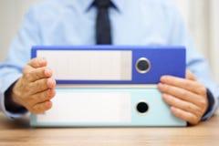 Unternehmer möchte ein Abkommen mit einem Buchhalter machen und geben hallo Stockbilder