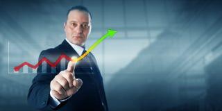 Unternehmer-Touching Virtual Growth-Trendlinie Stockbilder