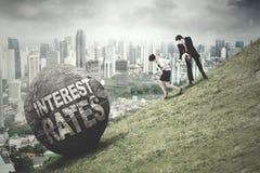 Unternehmerzugflussstein mit Zinssatzwort Stockfotografie