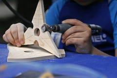 Unterrichten eines Kindwoodcarving Lizenzfreie Stockfotografie