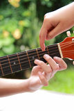 Unterrichtende Gitarre Stockbilder
