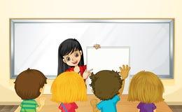 Unterrichtende Kinder des Lehrers in der Klasse Stockbilder
